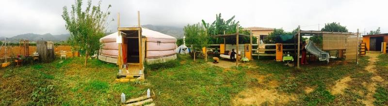 espacio-de-la-yurta-desde-fuera
